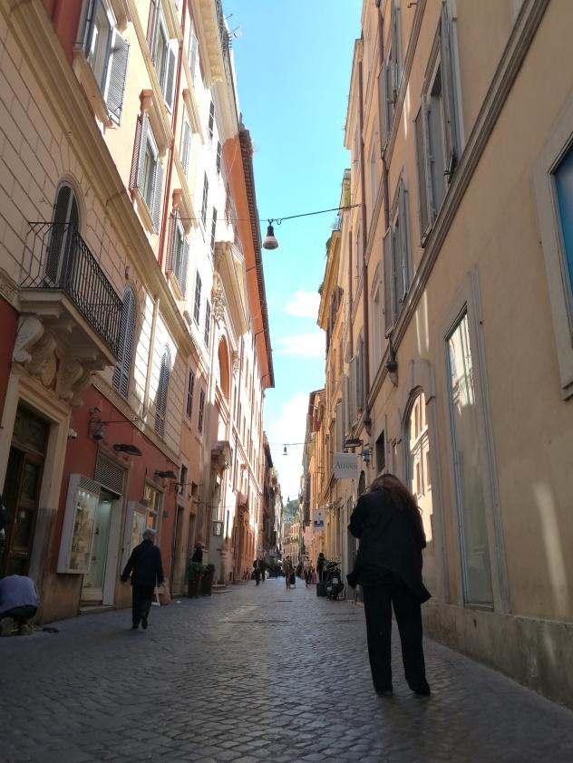 Callejòn sobre Via del Corso
