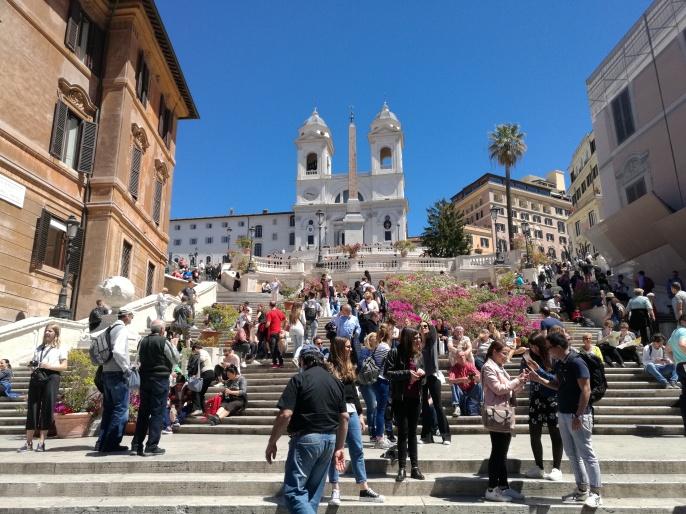 Las escaleras de Piaza di Spagna vistas desde abajo