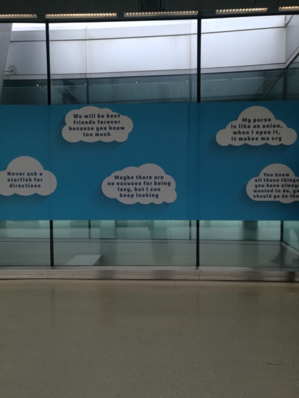 Funny quotes en el aeropuerto mientras buscaba la puerta de embarque