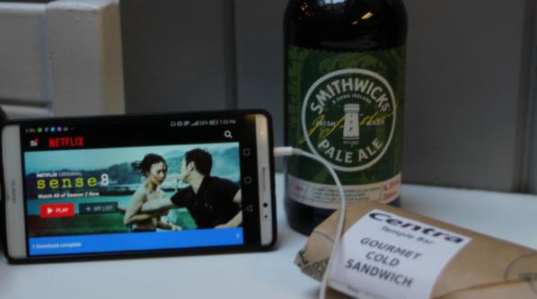 De regreso al hotel para ver Sense8, cenar y tomar un par de cervezas.