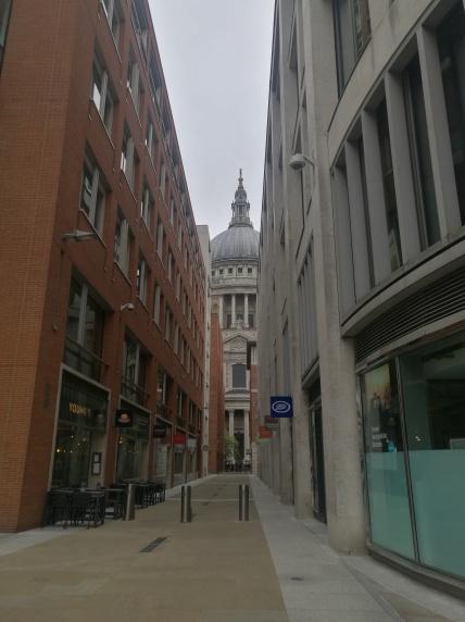 Pasando por St Pauls Cathedral - en camino a London Eye