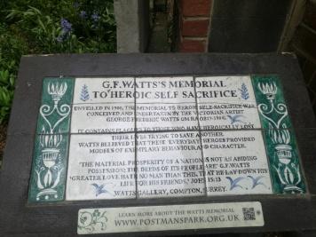 La placa sobre el memorial